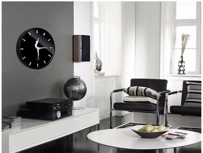 Relógio de parede com design delicado