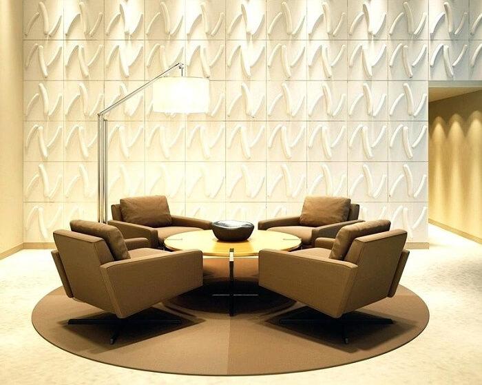 Sala de estar com parede revestida com placa de gesso 3D