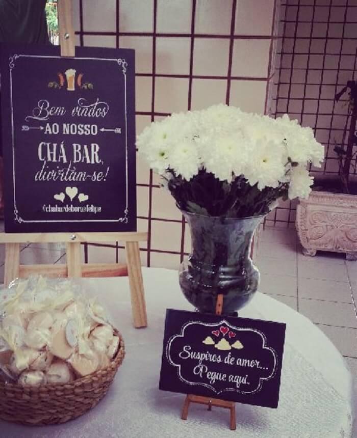 Suspiros complementam a decoração de festa Chá Bar