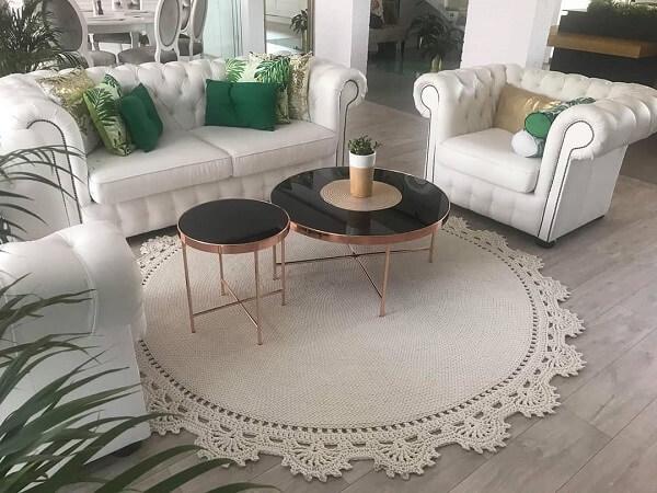 Tapete de crochê em tom cru combina com vários estilos de decoração