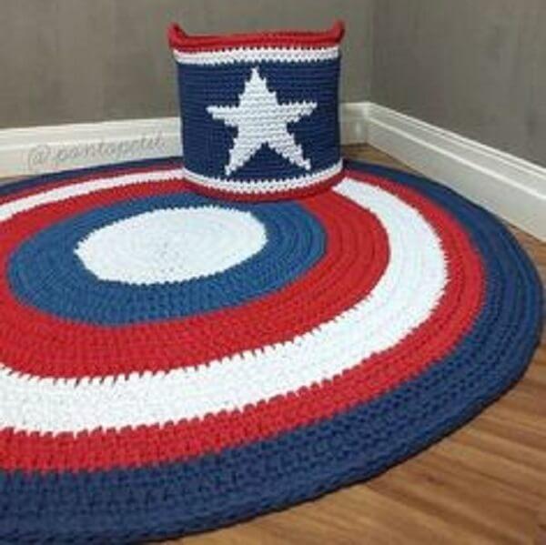 Tapete de crochê redondo com as cores do Capitão América