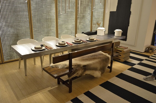 Tapete preto e branco listrado para sala de jantar