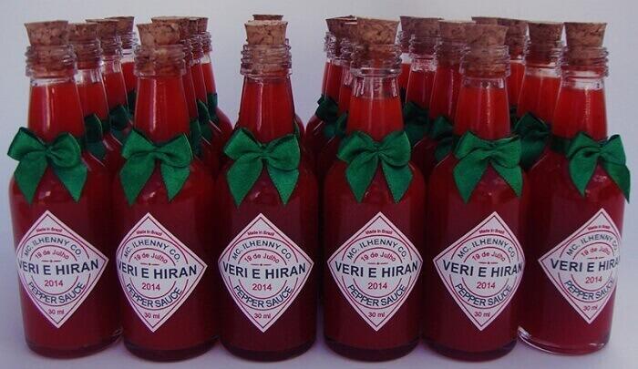 Vidrinho de pimenta personalizado utilizado como lembrancinha de festa Chá bar