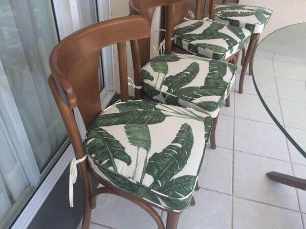 Almofada para cadeira para usar na mesa da área gourmet