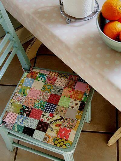 Almofada para cadeira feita de patchwork