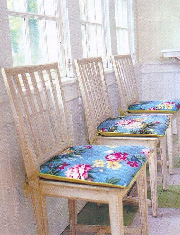 Almofadas para cadeira de cozinha estampada e colorida