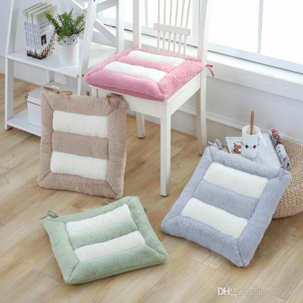 Almofadas para cadeira em diferentes cores