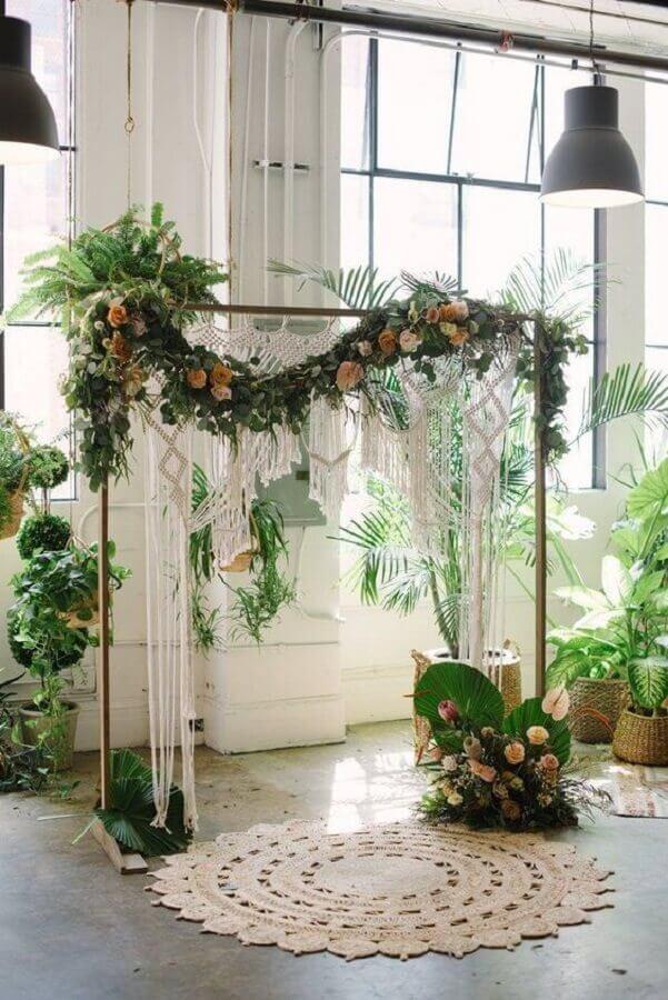 altar decorado para cerimônia de mini wedding Foto Bloominous