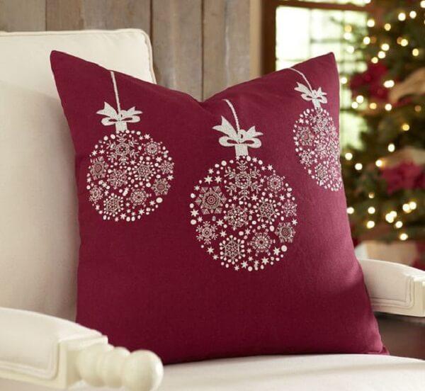 Invista em almofadas de Natal com design simples e delicado