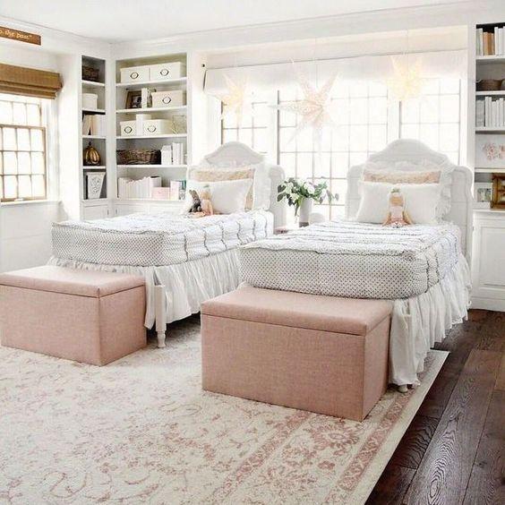 baú - baú com tecido rosa e tapete com estampa clara