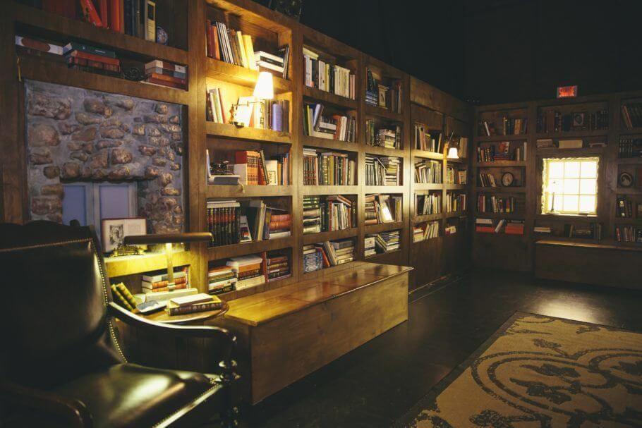 baú - luminárias de mesa e baú retangular de madeira