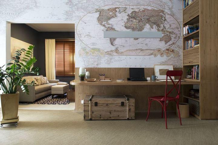 baú - papel de parede de mapa mundi e tapete neutro