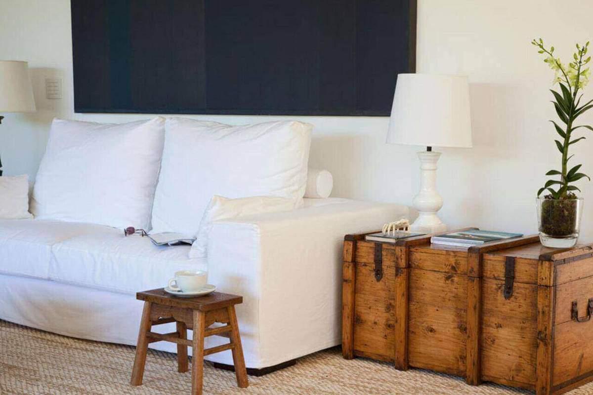 baú - sala de estar com mesa baú