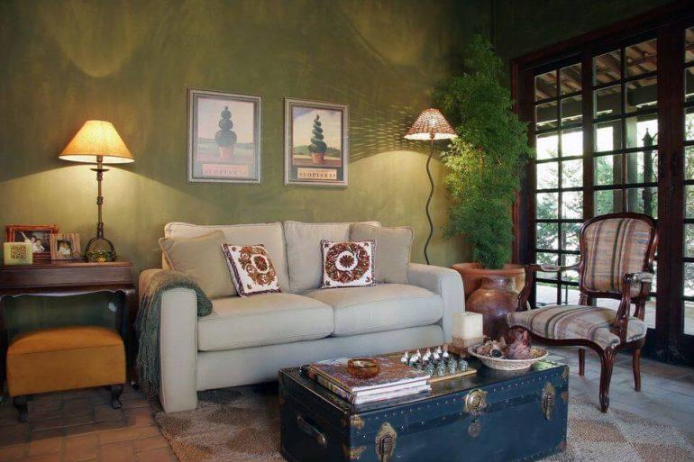 baú - sala de estar rústica com baú de mesa de centro - Kátia Perrone