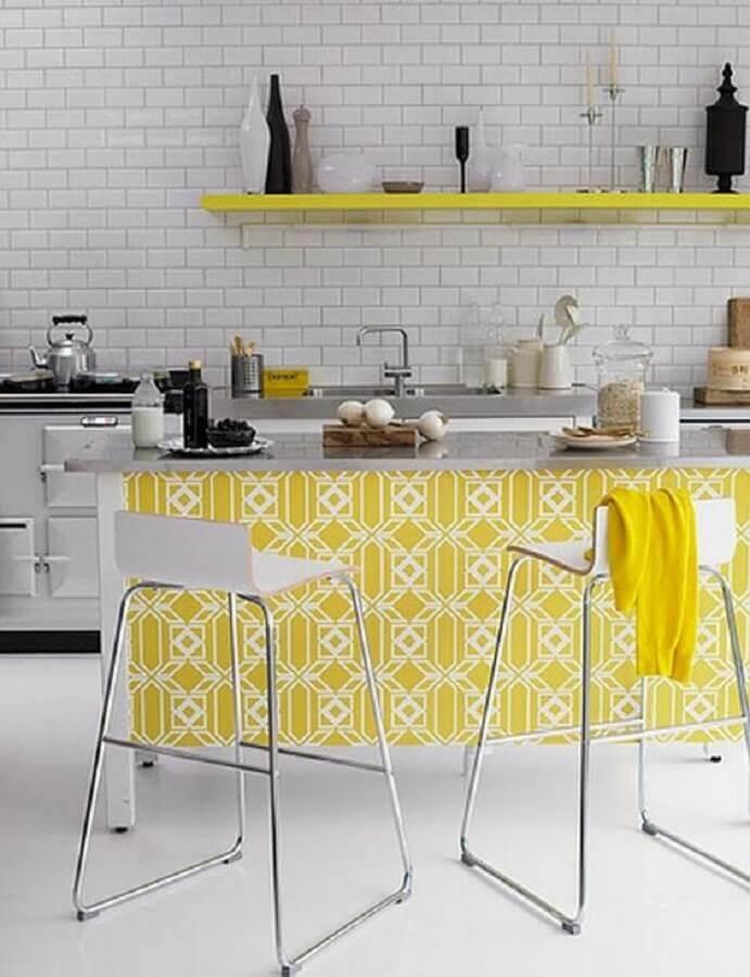bancada com azulejo estampado para cozinha amarela e branca Foto Pinterest