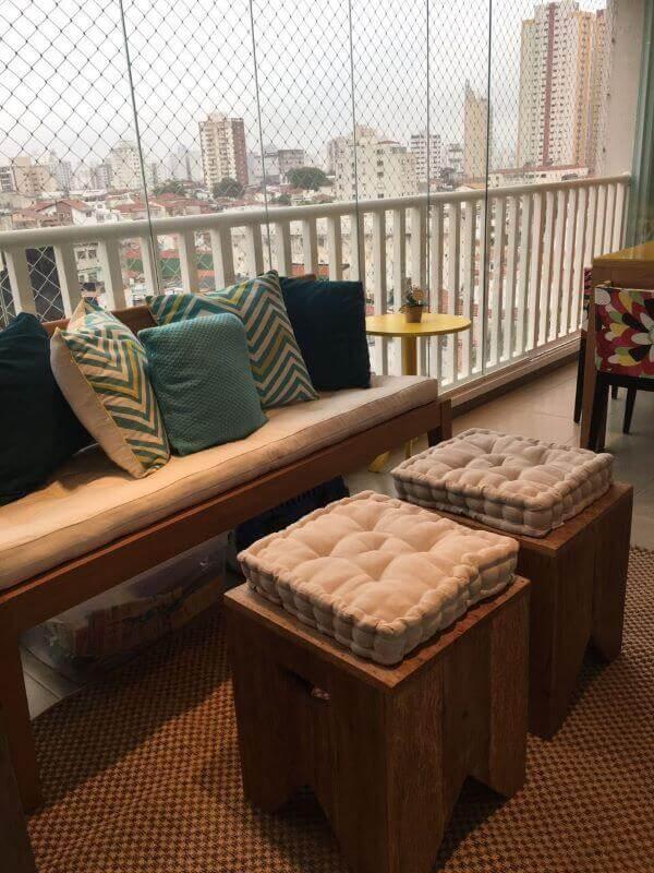 Banco de sacada com almofada para cadeira confortável