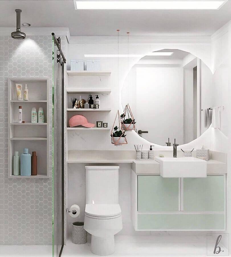 banheiro feminino todo branco decorado com vasinho aramado rose gold Foto Bruna Barbieri