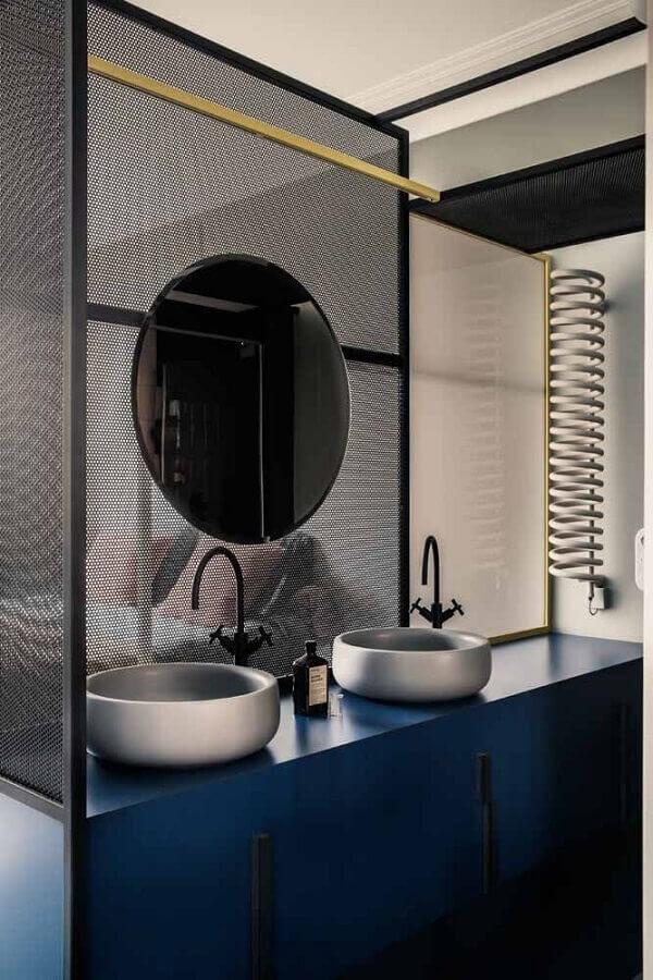 banheiro moderno com armário planejado na cor azul marinho Foto Bagno Idee