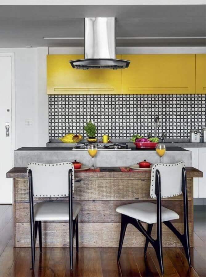 banqueta para banqueta para cozinha amarela Foto Arquitrecos