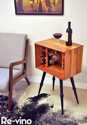 Barzinho de canto de madeira para guardar vinhos