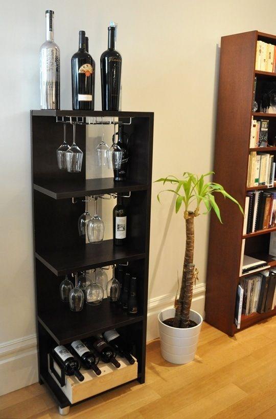 Barzinho de canto para guardar vinhos e taças diferentes