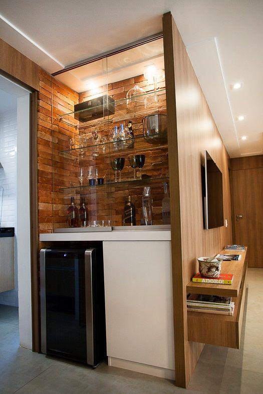 Barzinho de canto de vidro com taças super decoradas