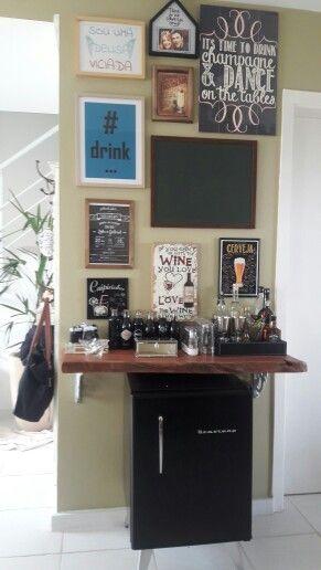 Barzinho de canto com refrigerador retrô