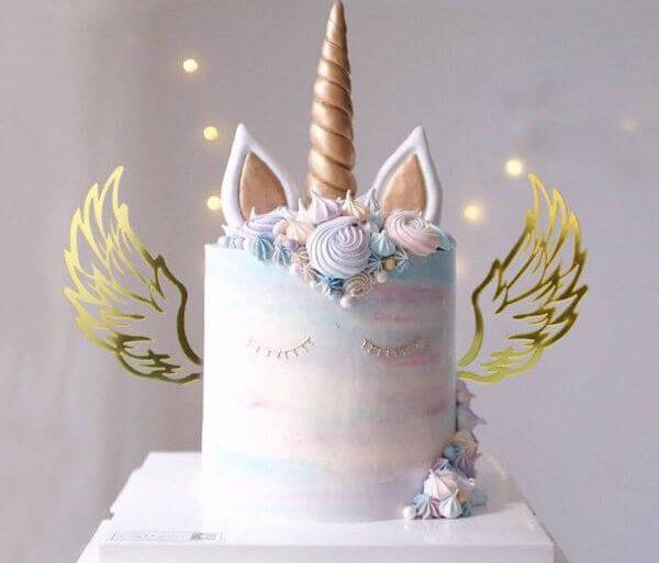 bolo-de-aniversario-com-asas-dourada-carousell