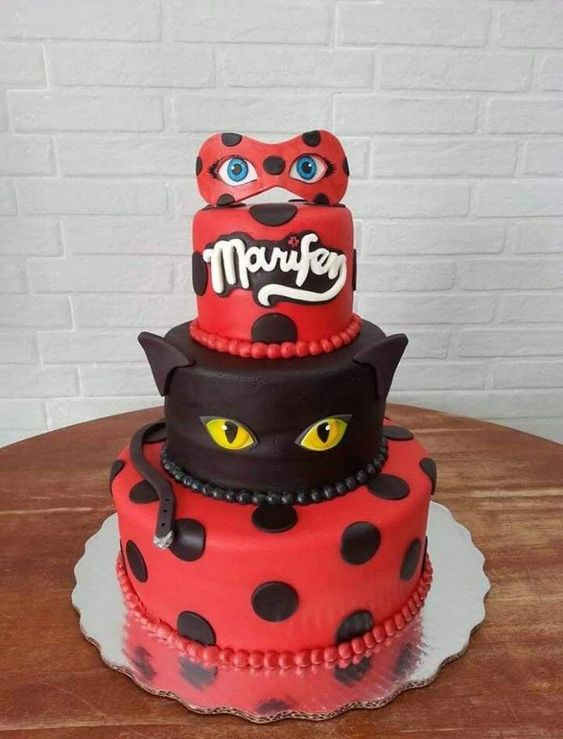 Bolo de festa ladybug e Cat Noir