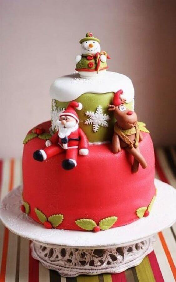 bolo de natal decorado com pasta americana com papai noel rena e boneco de neve Foto PlanetaBambini