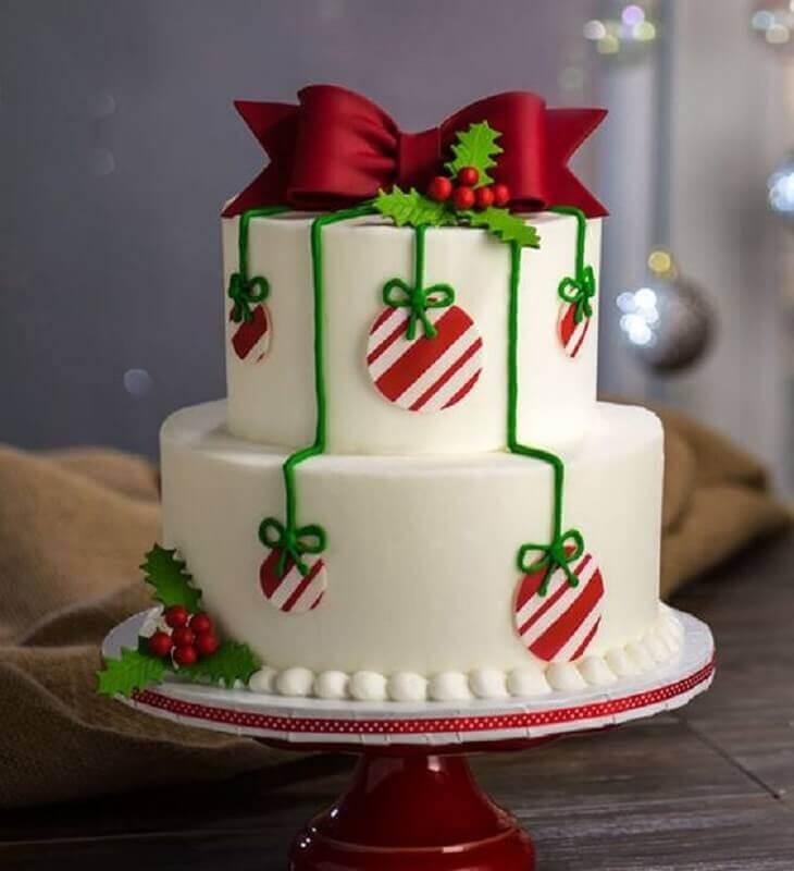 bolo de natal decorado com pasta americana dois andares Foto Cuded Art & Design