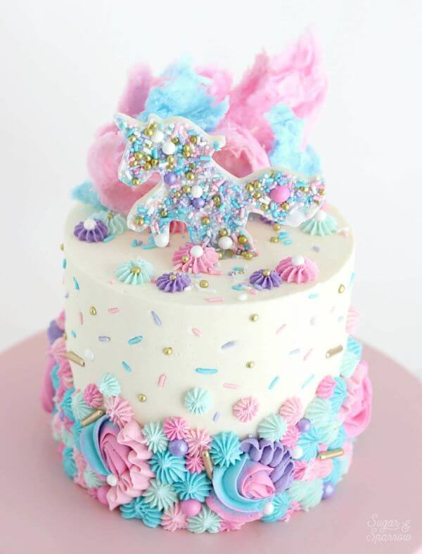 bolo decorado de unicórnio