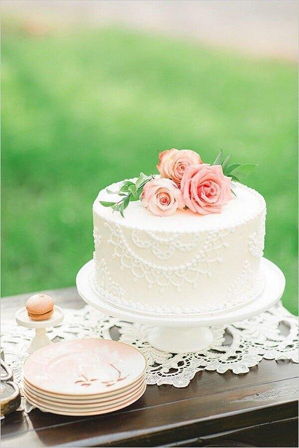 bolo decorado com rosas para mini wedding Foto Leeches