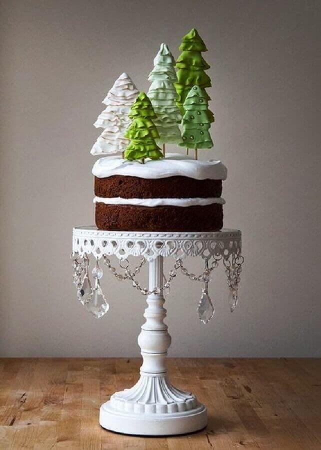 bolos de natal decorados com chantilly e pinheiros de chocolate no topo Foto We Heart It