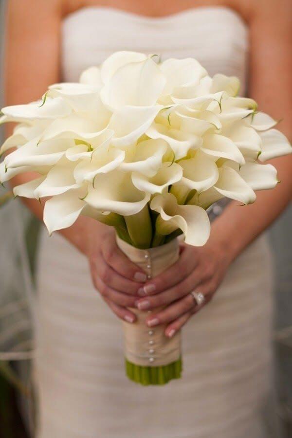 Buquê de copo de leite para noivas clássicas