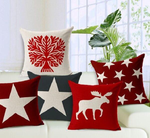 Almofadas de Natal com diferentes tons e estampas