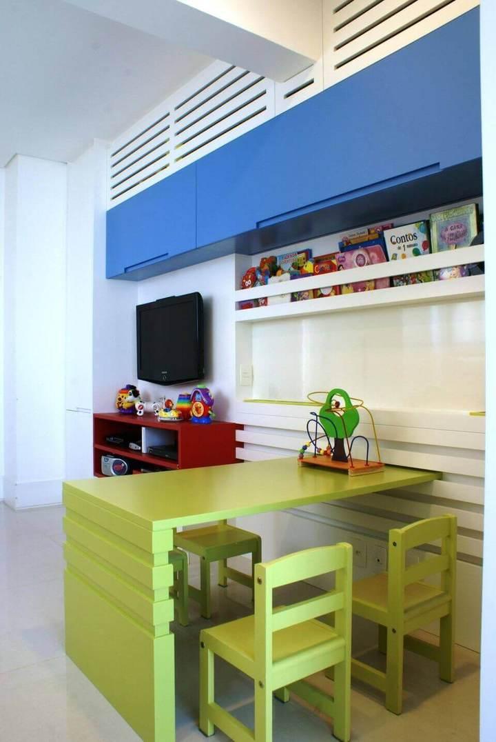 cadeira para escrivaninha - brinquedoteca com escrivaninha verde