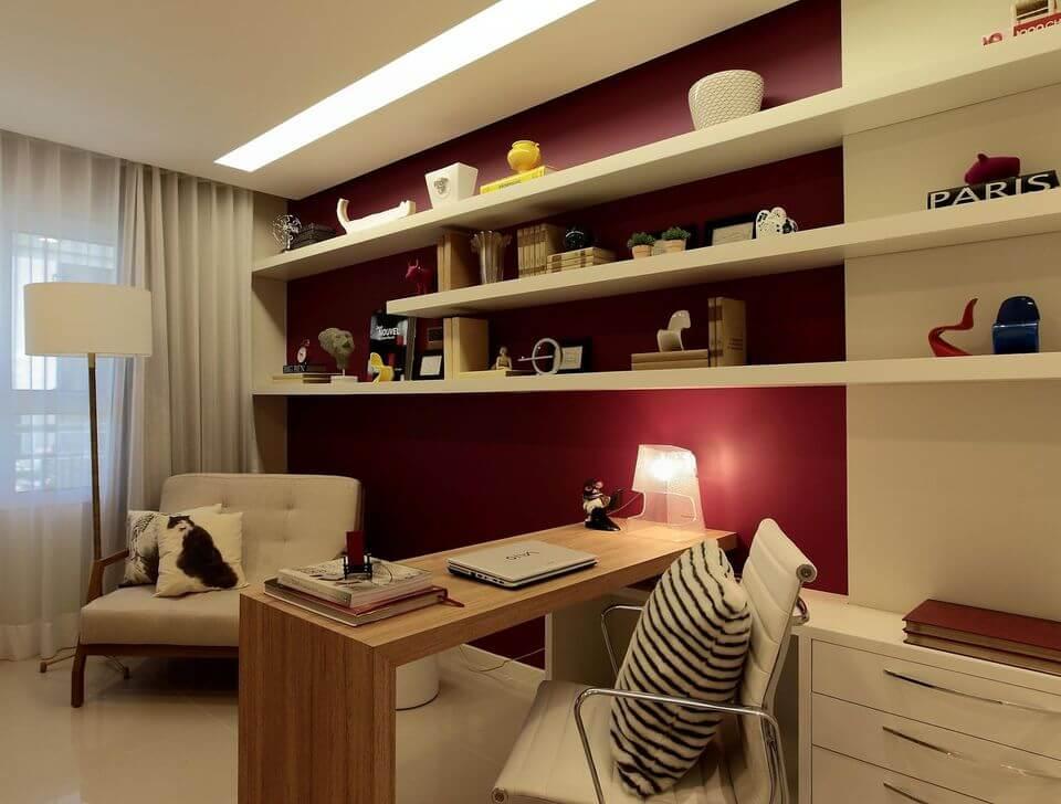 cadeira para escrivaninha - home office bordô com bancada de madeira