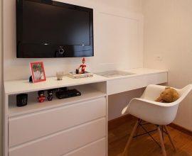 cadeira para escrivaninha - home office com cadeira branca - GF Projetos
