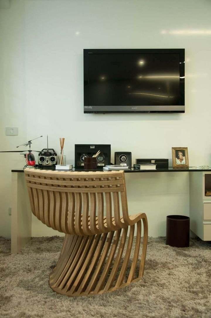 cadeira para escrivaninha - home office com cadeira de madeira