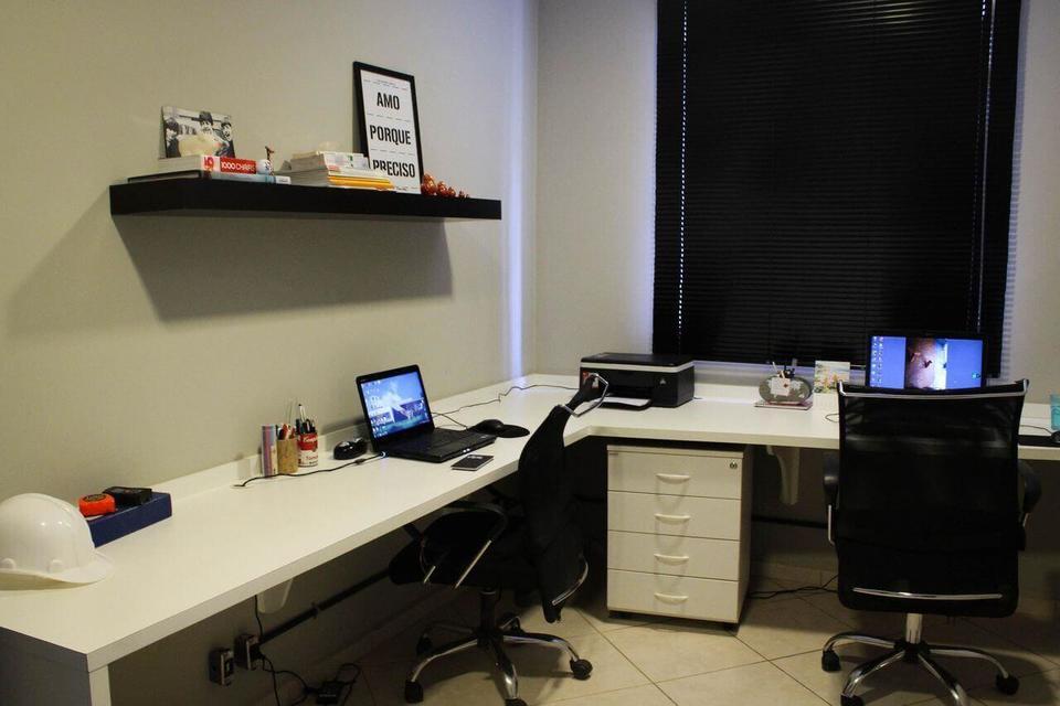 cadeira para escrivaninha - home office com duas cadeira profissionais