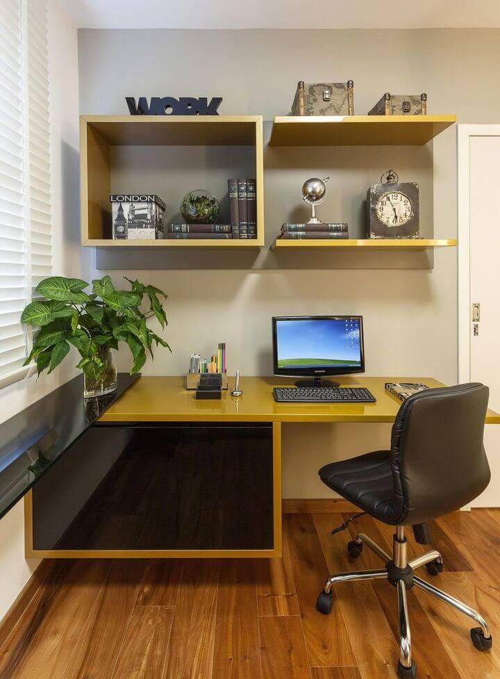 cadeira para escrivaninha - home office com nichos amarelos