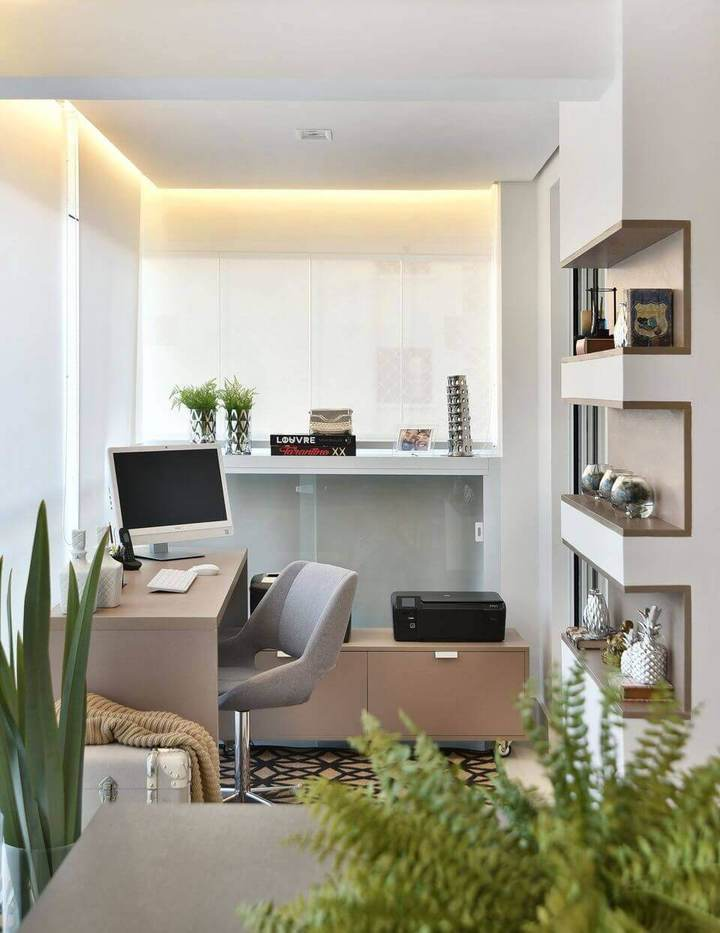 cadeira para escrivaninha - home office com sanca invertida em tons claros