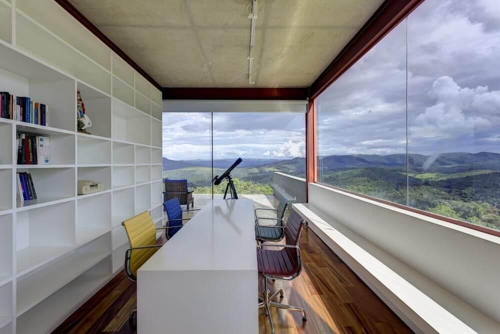 cadeira para escrivaninha - home office em varanda