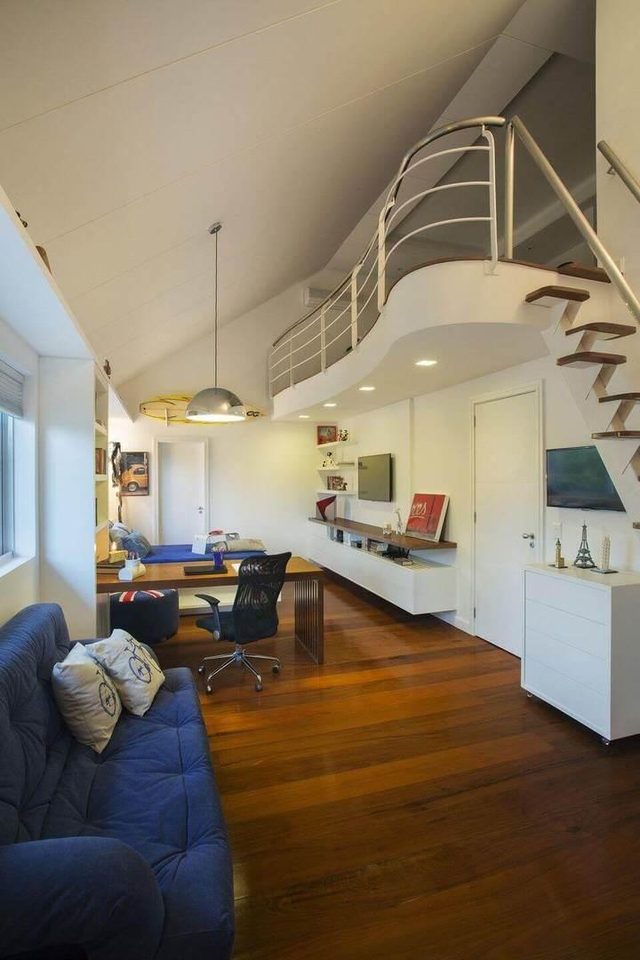 cadeira para escrivaninha - sala com piso de madeira e home office