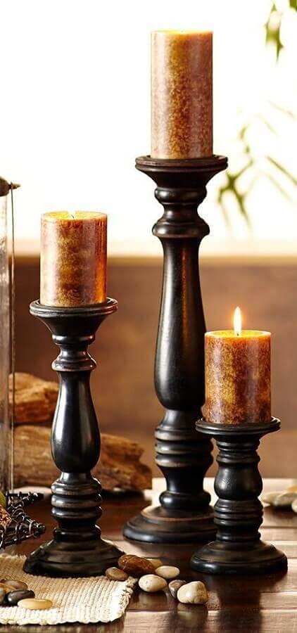castiçal de madeira com design clássico Foto Home Decor