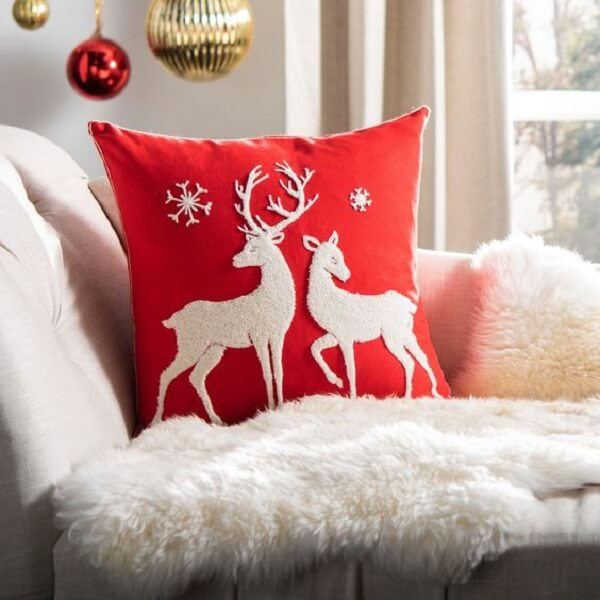 Invista em almofadas de Natal com estampa delicada