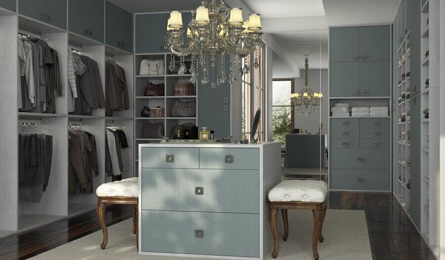 closet luxuoso com armários cinza Foto Marel - Grupo Factory