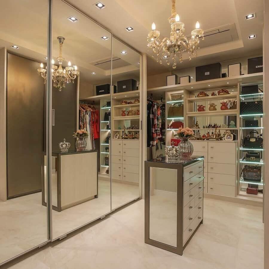 closet luxuoso decorado com portas de correr espelhadas Foto Dicas de Mulher