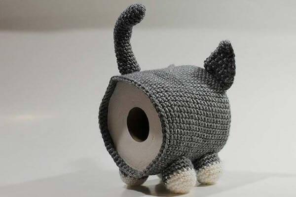 Porta papel higiênico de crochê no formato de um gato